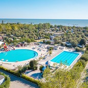 Luxuscamping: Mobilheim Moda 5/6 Pers 2 Zimmer AC von Vacanceselect auf Camping Vigna sul Mar Camping Village