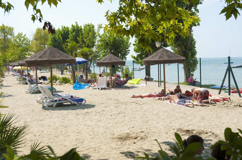 Glampingunterkunft: Strand - Bungalow am See Ametista 2 Pers. auf Camping Cisano
