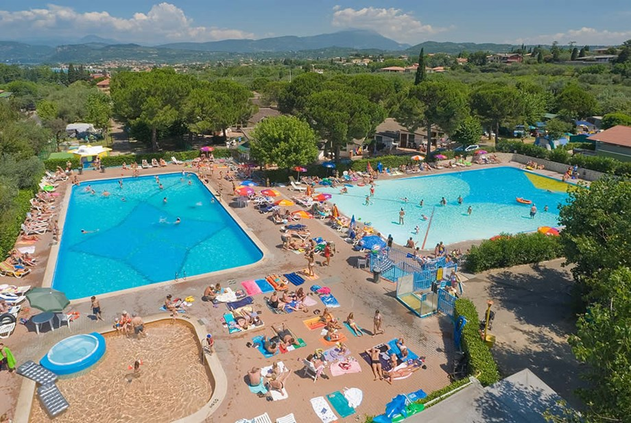 Pin Von Angelika Sz Auf Bungalow: Bungalow Am See Ametista 4 Pers. Auf Camping Cisano