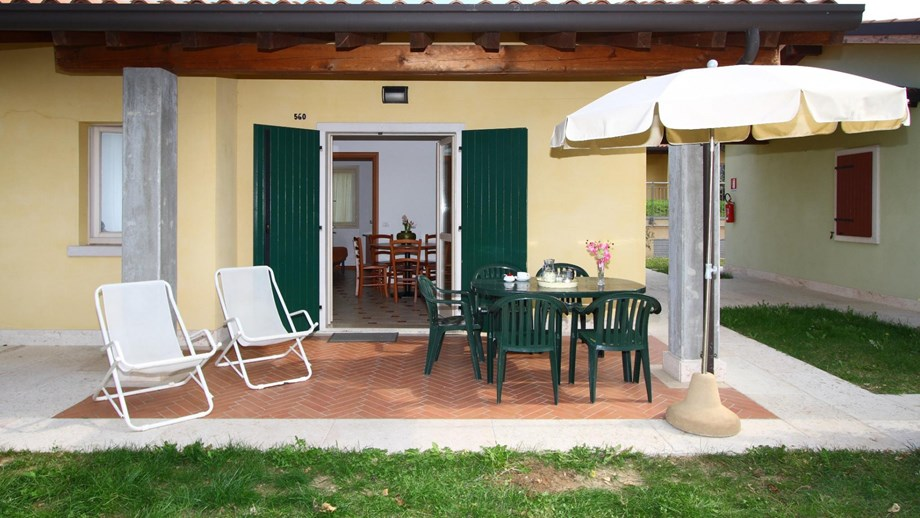 Bungalow virgilio f3 auf camping piani di clodia ihre for Piani di bungalow classici