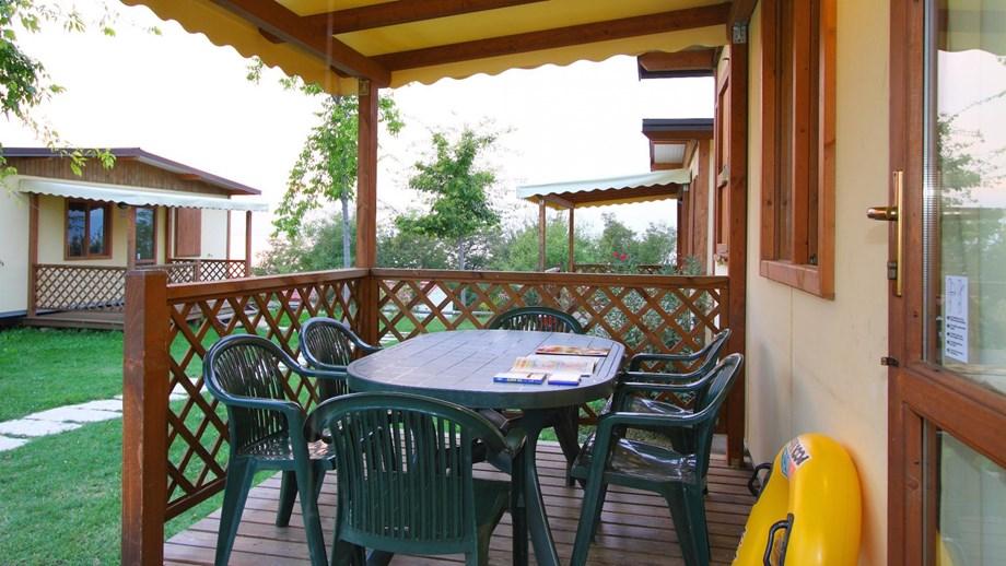 Maxicaravan ms auf camping piani di clodia ihre for Piani di veranda anteriore