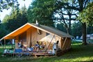 Luxuscamping - Swimmingpool - Ile de France - Zelt Toile & Bois mit Badezimmer und Holzofen auf Camping Huttopia Versailles