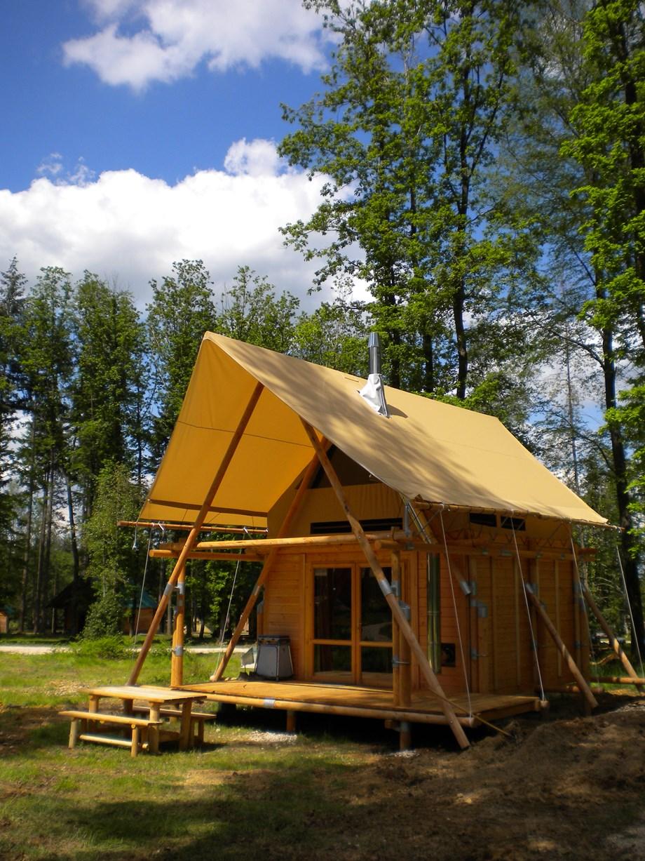 cahutte f r naturnahe ferien auf camping huttopia versailles ihre glampingunterkunft in frankreich. Black Bedroom Furniture Sets. Home Design Ideas
