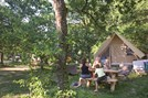 Luxuscamping - Restaurant - Yvelines - Zeltbungalow Huttopia auf Camping Huttopia Versailles
