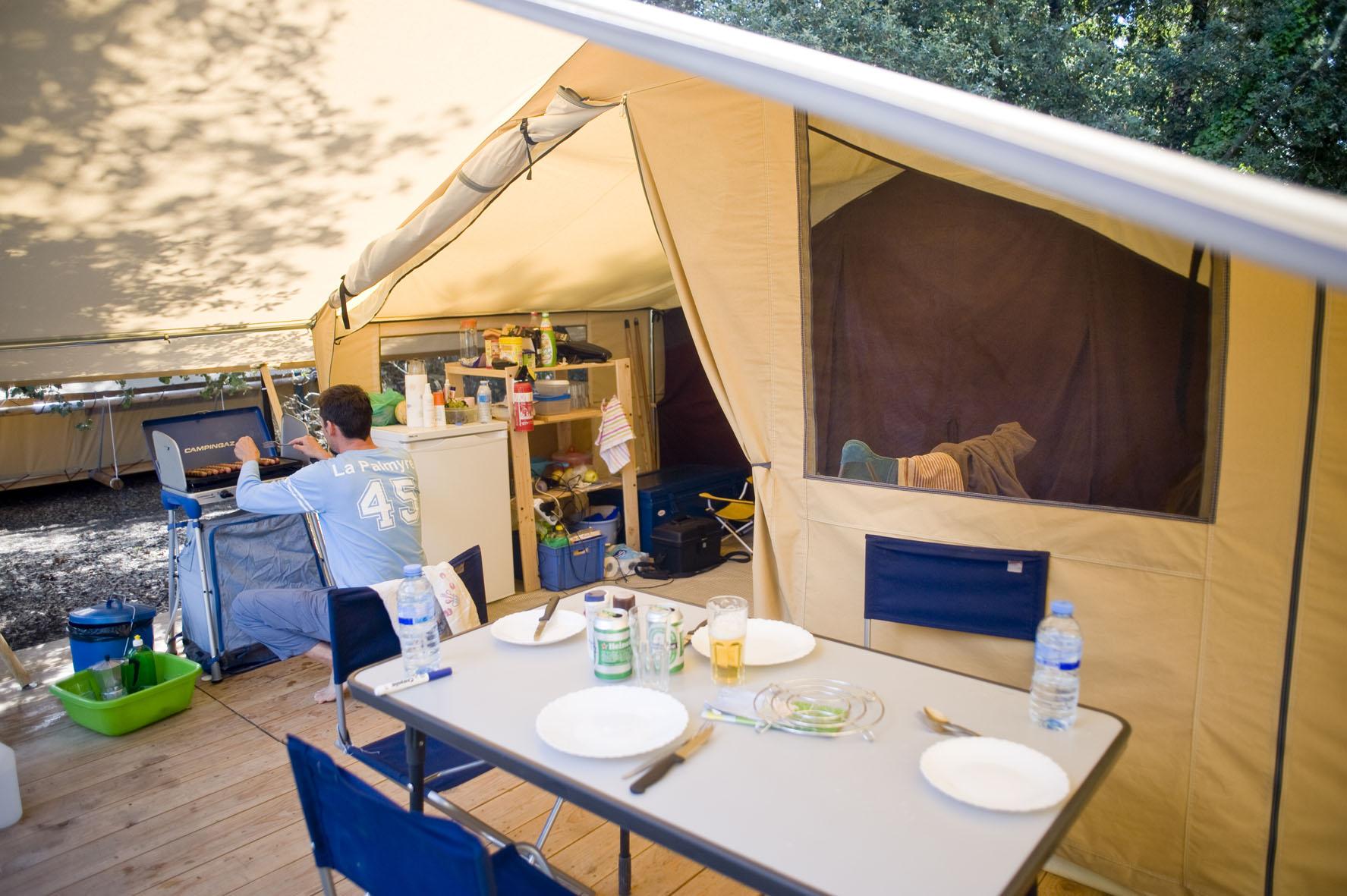 Zelt Toile & Bois Sweet für 5 Pers. auf Camping Indigo Paris