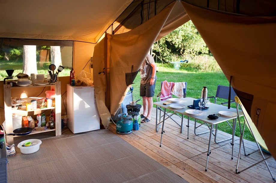 Zelt Auf Wohnmobilstellplatz : Zelt toile bois sweet für pers auf camping huttopia