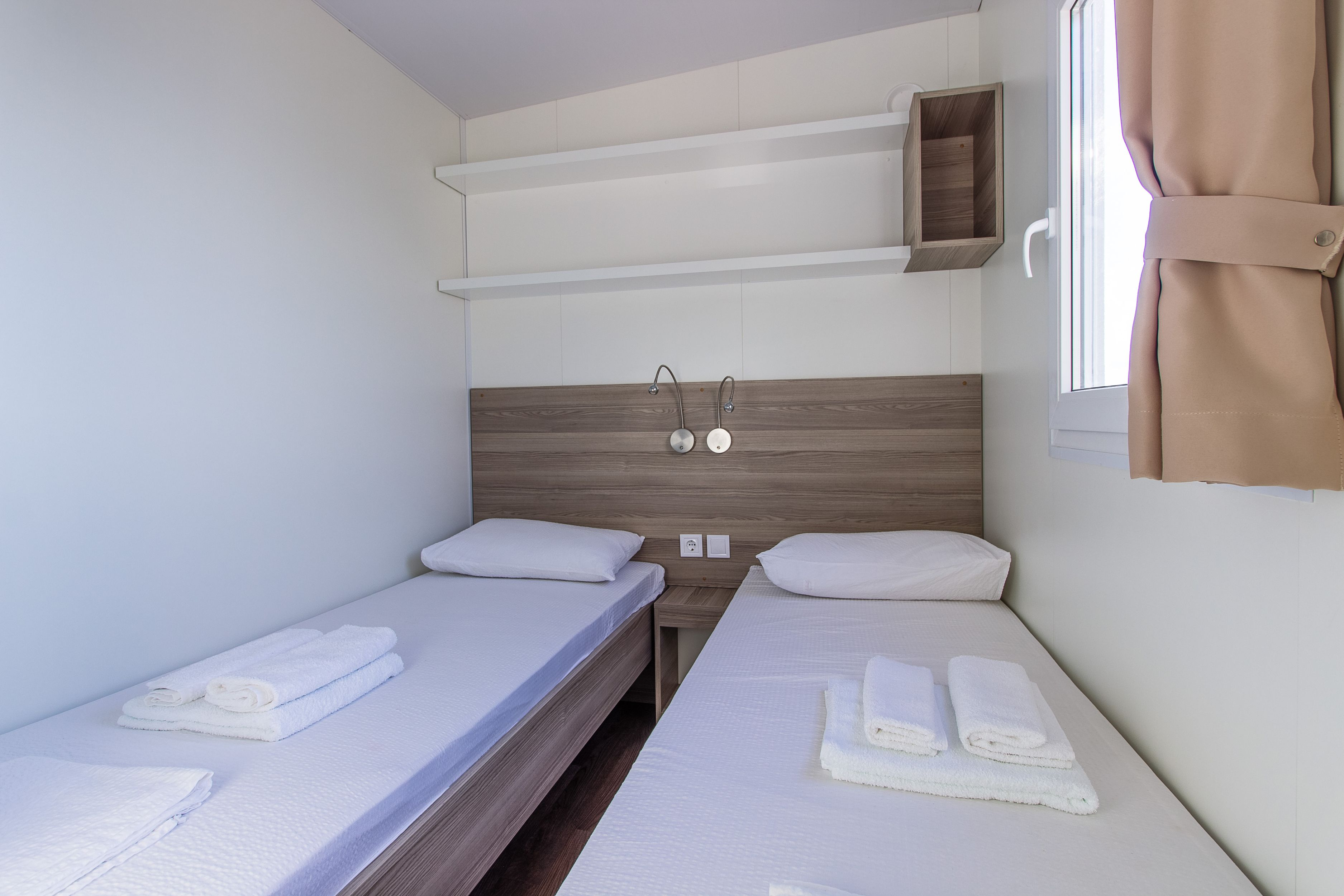 Glampingunterkunft: Mobilheim Mediterran Comfort Family Mit Meerblick Von  Mediteran Kamp Auf Camping Klenovica