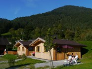 Luxuscamping: Blick Richtung Muttersberg - MountainChalets auf Panorama Camping Sonnenberg