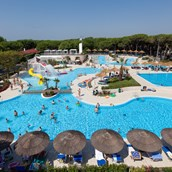 Luxuscamping: Schwimmbad - Mobilheim Residence Platinum auf Camping Ca' Pasquali Village