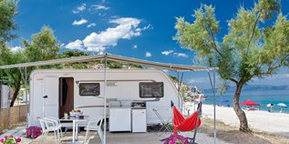 Luxuscamping - Terrasse - Griechenland - Mietwohnwagen auf Armenistis Camping & Bungalows