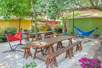 Luxuscamping: Armenistis Hostel - Hostel auf Armenistis Camping & Bungalows