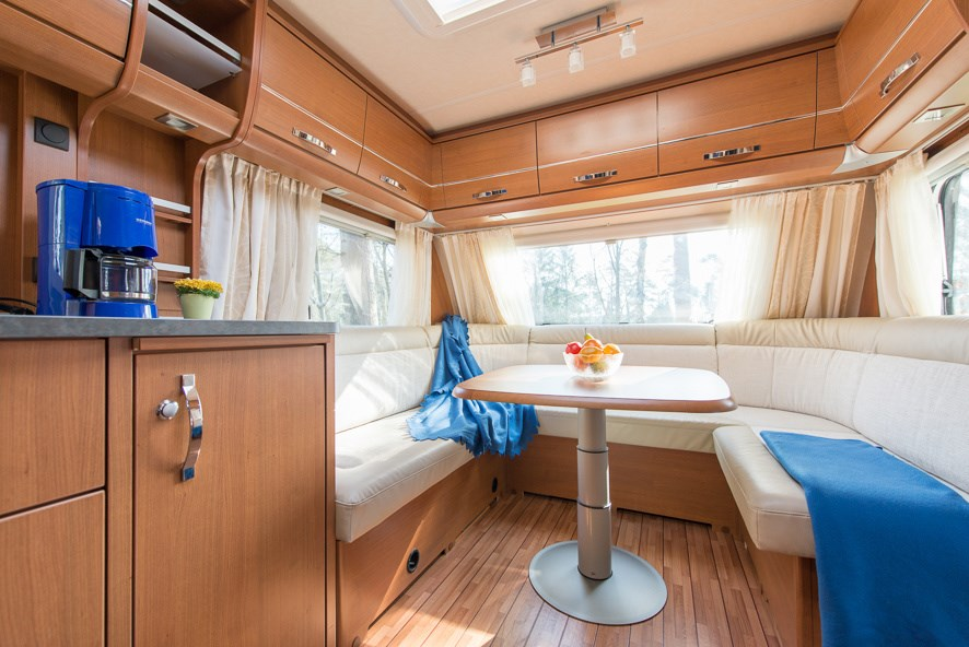 wohnwagen typ 3 am s dsee camp ihre glampingunterkunft in deutschland. Black Bedroom Furniture Sets. Home Design Ideas