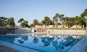 Glampingunterkunft: Am Pool - Luxusmobilheim von Gebetsroither am Camping Village Mare Pineta