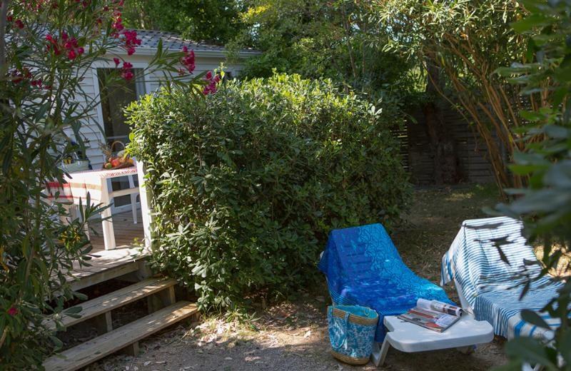 cottage languedoc f r 4 6 personen am camping le s rignan. Black Bedroom Furniture Sets. Home Design Ideas
