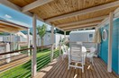 Luxuscamping: Terrasse, 13 m2 - Bungalow AZALEA 4 auf Camping Campofelice