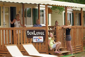 Glampingunterkunft: Sunlodge Maple Mobilheim - SunLodge Maple von Suncamp auf Camping Family Park Altomincio
