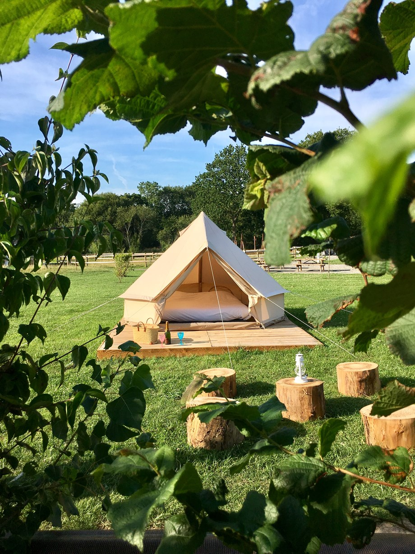 glocke zelt 2 personnen auf o2 camping ihre glampingunterkunft in frankreich. Black Bedroom Furniture Sets. Home Design Ideas
