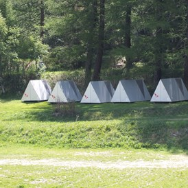 Glampingunterkunft: Die Shelter am Waldrand - Pop-Up Hotel am Camping Attermenzen