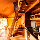 Luxuscamping: Wohnzimmer Lodge XXL - Lodgezelt XXL auf Camping Le Pianacce