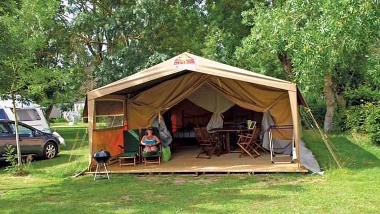 Safarizelt f r 6 personen von eurocamp am camping domaine de la br che ihre glampingunterkunft - Wasserrutsche fur pool ...