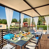Luxuscamping: Mediterranean Family auf dem Aminess Maravea Camping Resort