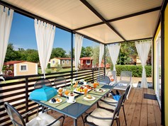 Luxuscamping - Swimmingpool - Istrien - Mediterranean Family auf dem Aminess Maravea Camping Resort