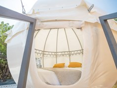 Luxuscamping - Terrasse - Split - Nord - Family and Friends Glamping Pod auf dem Campingplatz Medora Orbis