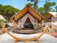 Luxuscamping: Two bedroom safari tent auf dem Arena One 99 Glamping