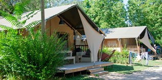Luxuscamping - Villatent - Villatent Luxe mit Sanitär XL auf Camping Le Coin Tranquille