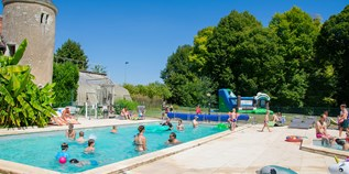 Luxuscamping - Vienne - Villatent Luxe mit Sanitär XL auf Camping Le Petit Trianon