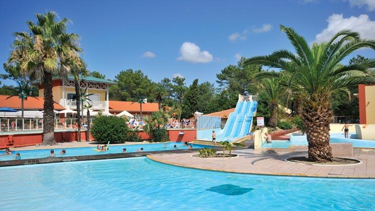 Glampingunterkunft: Pool Mit Wasserrutsche   Luxus Mobilheim Aspect Mit  Drei Schlafzimmern Am Camping Village